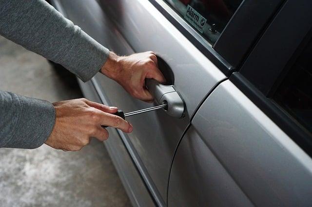 Ubezpieczenie samochodu od kradzieży – na co zwrócić uwagę kupując polisę?