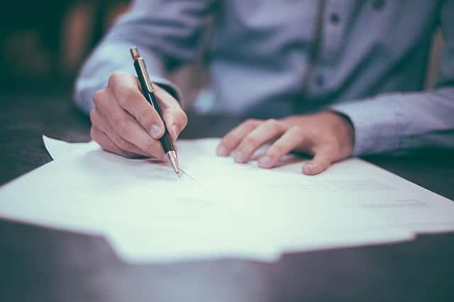Wypowiedzenie umowy OC. Jak zrezygnować z polisy?