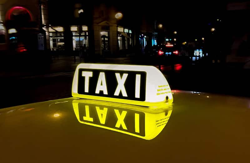 Ubezpieczenie taksówki: ile kosztuje OC i AC auta do przewozu osób?